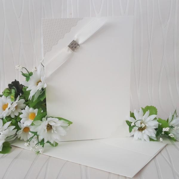 Сватбени покани в класическо бяло