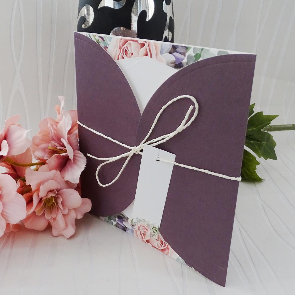 Сватбени покани от релефен картон в лилаво