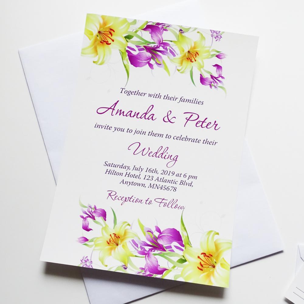 Покани с принт на жълти и лилави цветя