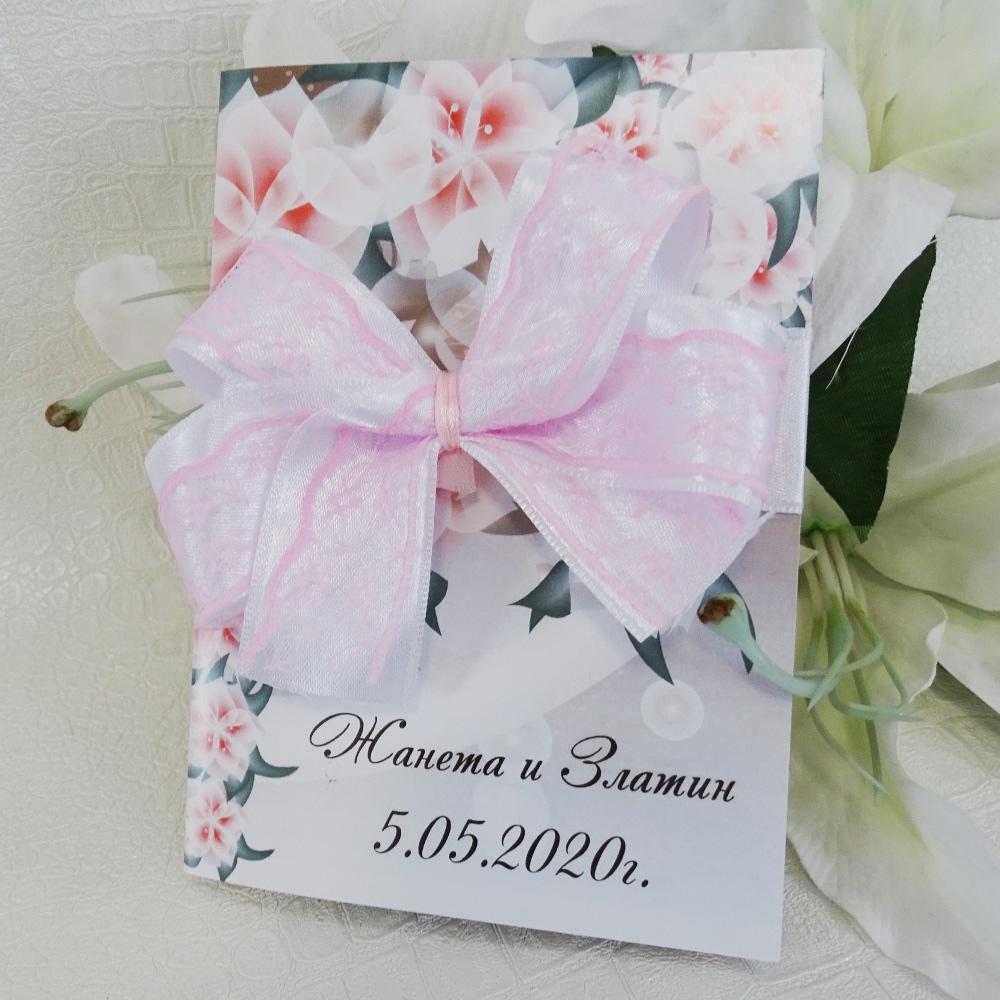 Покани с принт на красиви цветя