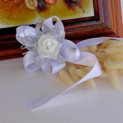 Гривни за шаферките в бяло и сребристо