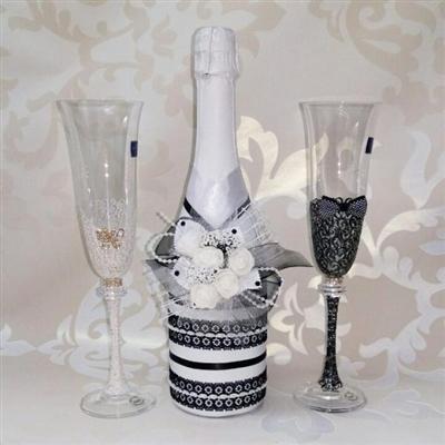 Комплект чаши и шампанско в бяло и черно
