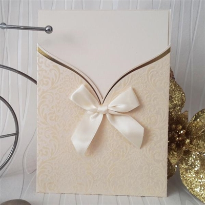 Луксозни покани от перлен картон с кадифени елементи