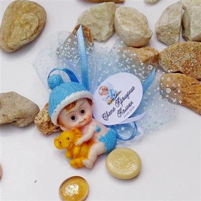 Подаръци за кръщене - бебе с играчка в синьо