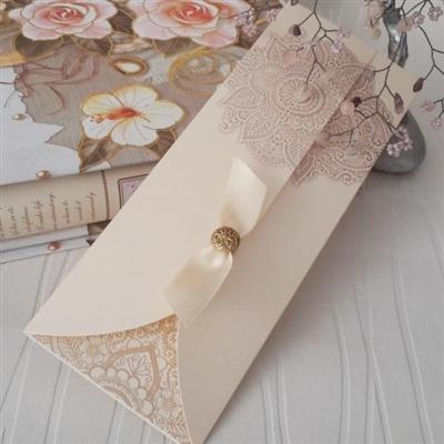 Сватбени покани от перлена хартия