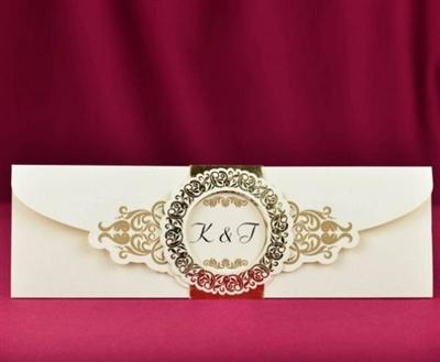 Сватбени покани със златисти елементи