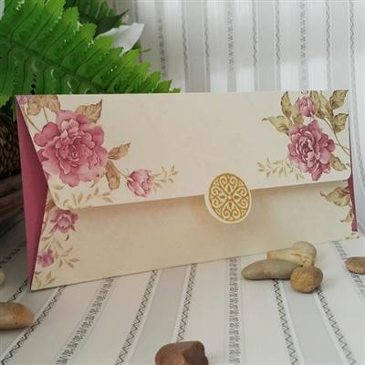 Сватбени покани с флорален принт в лилаво