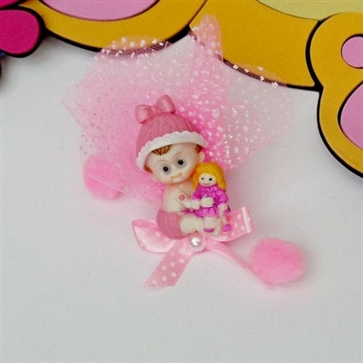 Фигурка на бебе с кукла в розово