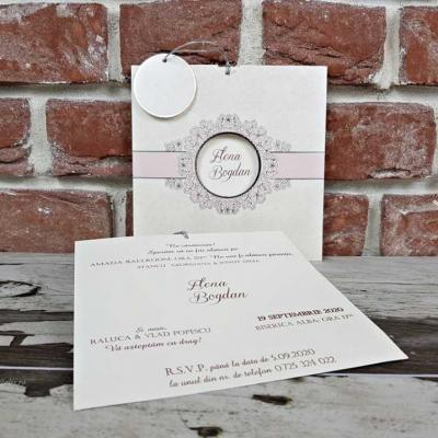 Сватбени покани в бяло