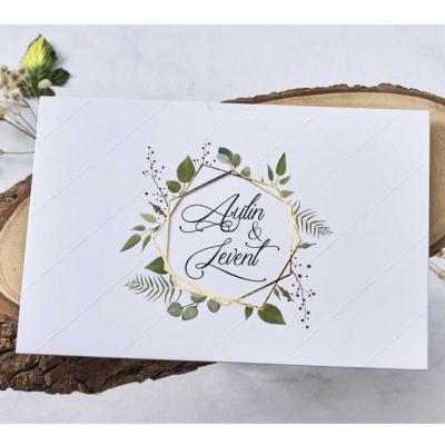 Сватбени покани с флорален принт