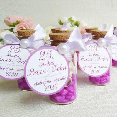 Цветни шишенца с камъчета